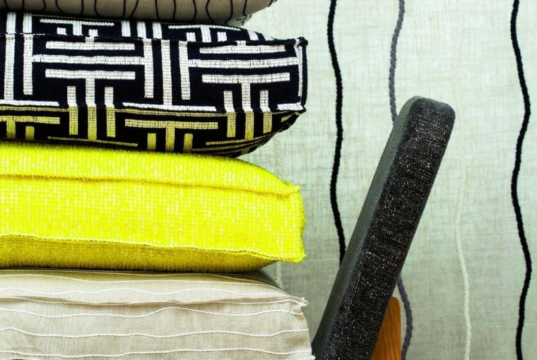 J.L. Larsen czerpie z różnych kultur i z różnych technik tkackich. Jego tkaniny są zaliczane do najbardziej innowacyjnych na świecie. www.larsenfabrics.com