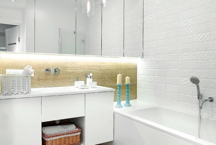 Zadbaj o trzy źródła światła: ogólne, funkcjonalne i dekoracyjne. To doskonały przepis na jasną i komfortową łazienkę.