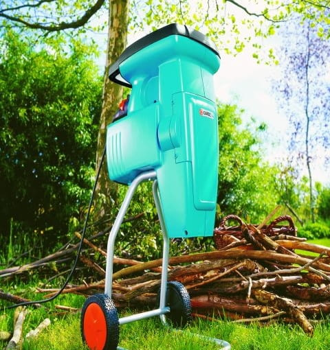 W końcu lata mamy w ogrodzie coraz więcej odpadków, aby je dobrze i szybko przekompostować, należy je rozdrobnić w takim prostym i skutecznym urządzeniu. Rozdrabnia ono gałęzie do 3 cm grubości
