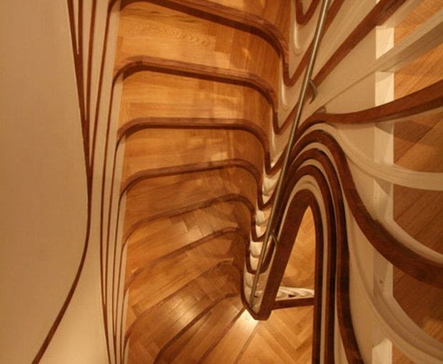 Najważniejszym akcentem w kompozycji wnętrz Clapham House jest klatka schodowa o wyraźnie neo-secesyjnych formach.