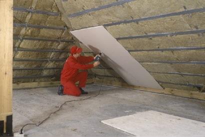 Montujemy okładziny połaci i stropu nad poddaszem