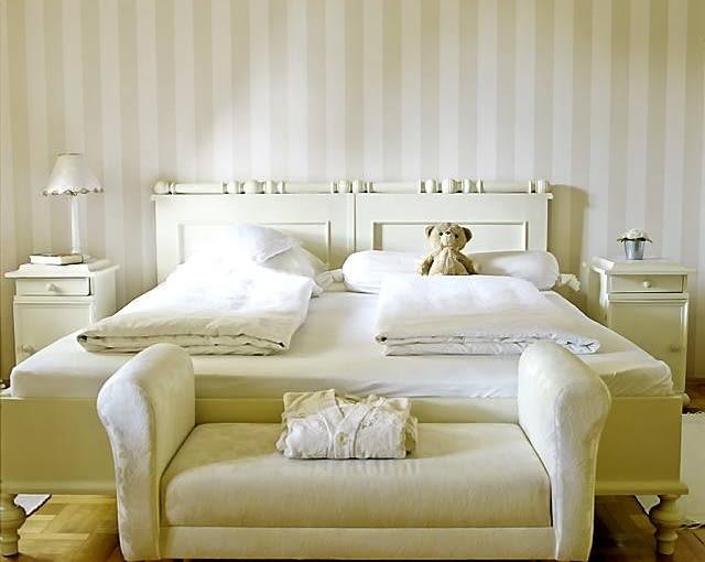 Jedna z sypialni urządzonych na dobudowanej kondygnacji domu