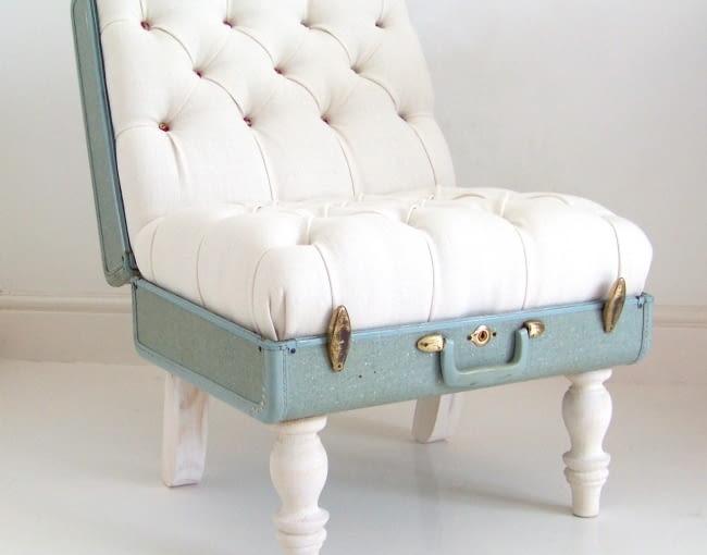 Fotel ze starej walizki to projekt wymagający nieco więcej wysiłku. Ale zdecydowanie warto. Wygląda niesamowicie.