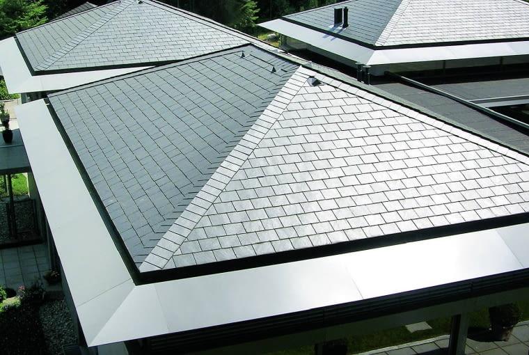 Dach czterospadowy zwykle ma niezbyt duże nachylenie połaci. To sprawia, że nie jest łatwo zagospodarować usytuowane pod nimi poddasze