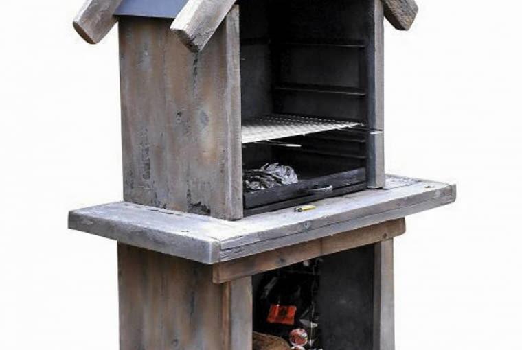 Grill imitujący drewno, Concrete Wood, 119x65x187 cm, ok. 2500 zł , www.concretewood.eu