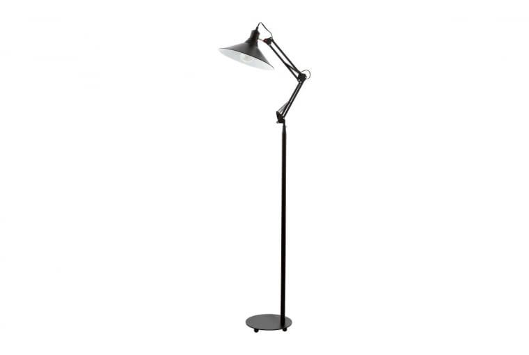 Metalowa lampa Chantry pasuje tu idealnie. I pięknie doświetli kącik wypoczynkowy.