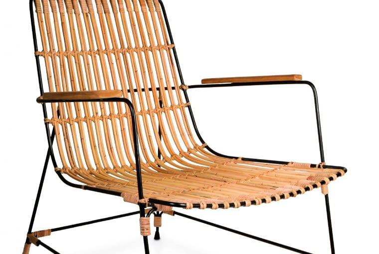 Kubu. Krzesło w stylu safari. Rattan i czarna konstrukcja wyglądają lekko i stylowo. 2086 zł, Dutchbone/dutchhouse.pl