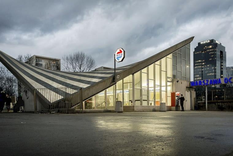 Budynek dworca widziany z Al. Jerozolimskich