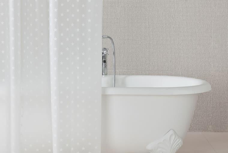 Zasłonka prysznicowa w gwiazdki, Zara Home, cena: 39,90 zł