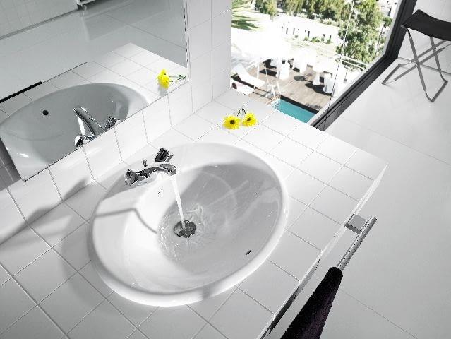 umywalka,łazienka,blat w łazience,płytki ceramiczne