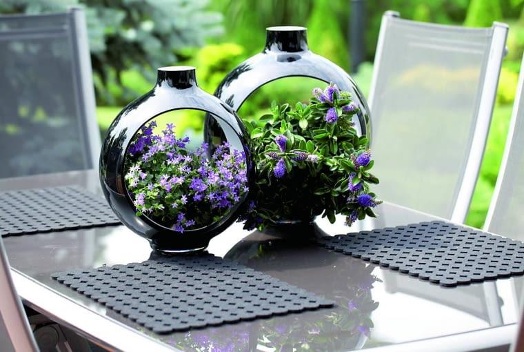 Klimat w ogrodzie tworzą także dekoracyjne detale oraz rośliny jednoroczne.