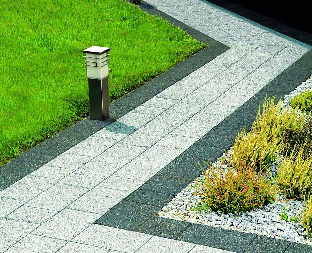 ścieżki w ogrodzie, nawierzchnia w ogrodzie, płyty betonowe