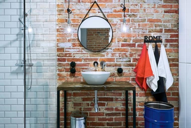 Industrialna konsola pod umywalką