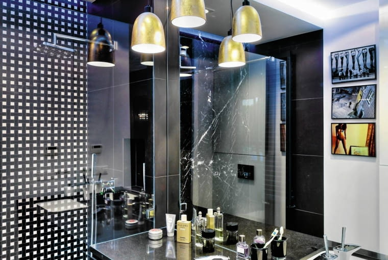 czarna łazienka