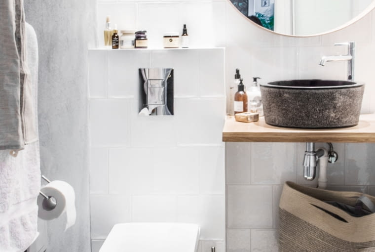 Marokańskie płytki na podłodze w łazience