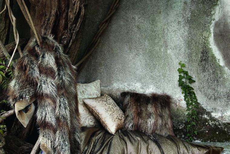 Tkaniny włoskiej marki Etro zdobią orientalne desenie, np. wzór paisley, wzbogacone 'współczesnym twistem'. www.etro.com