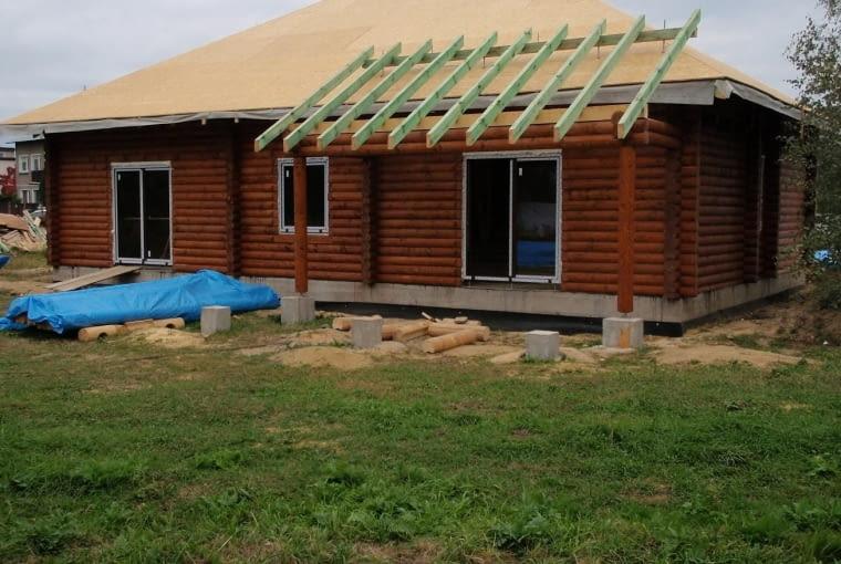Dom z bali - budowa