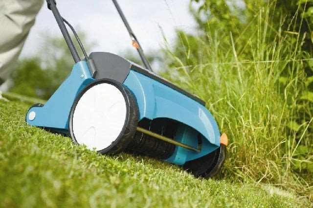 koszenie trawnika,trawnik,pielęgnacja ogrodu,ręczna kosiarka