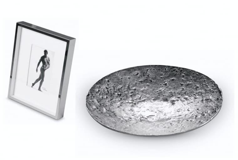 Ozdobami są często naczynia użytkowe, ewentualnie czarno-białe fotografie.