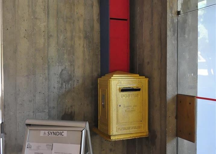 Jednostka Marsylska, proj. Le Corbusier - skrzynka pocztowa w foyer