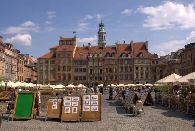 Rynek Starego Miasta w Warszawie, Strona Zakrzewskiego (Zamkowa), fot. I, Hiuppo, CC BY 2.5
