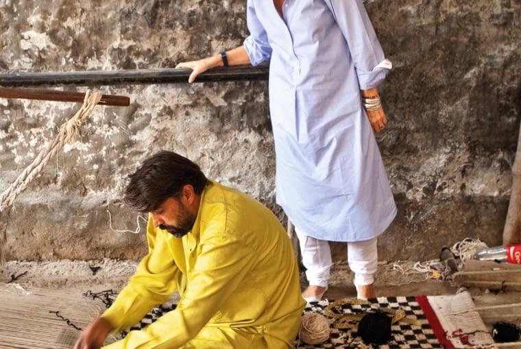 Nanni Marquina jest projektantką dywanów i właścicielką firmy mieszczącej się w Barcelonie. Jednak designerka bardzo często odbywa podróże na Bliski Wschód, by uczyć się tam tradycyjnych technik tkackich.