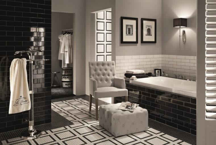 Czarno-biała łazienka z domieszką szarości