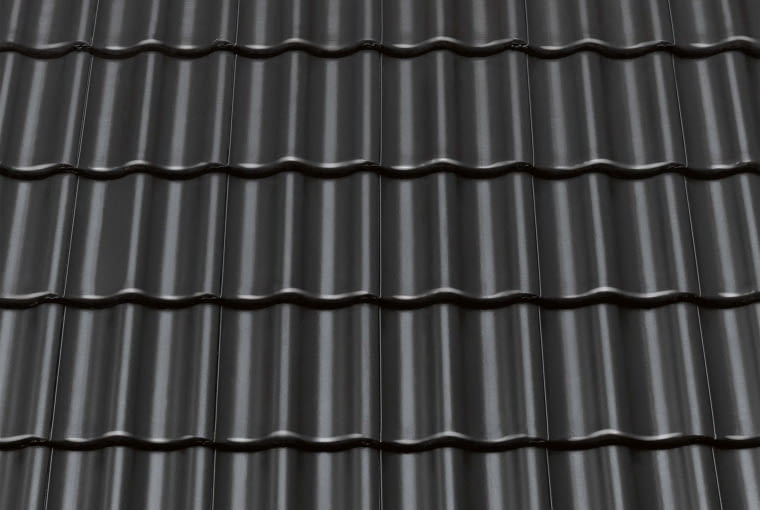 Celtycka CISAR/Monier BRAAS | Rodzaj: dachówka betonowa| wymiary [dł. x szer.]: 330 x 420 mm | masa [kg/m2]: od ok. 41,7 kg | zalecany kąt nachylenia połaci: minimum 22° | kolory: brązowy, ceglany, grafitowy. Cena: od 37,15 zł/m2, www.monier.pl