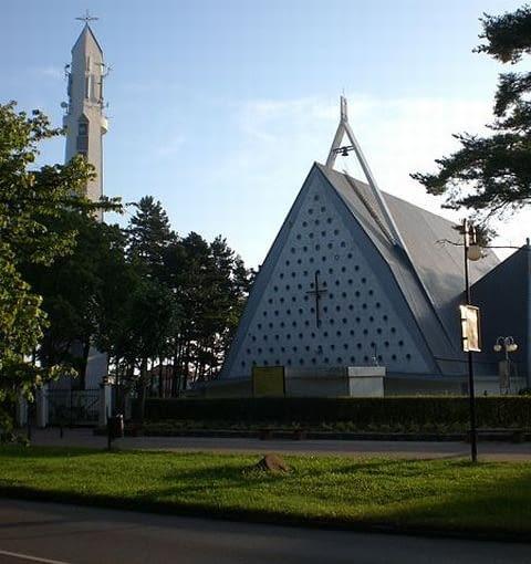 Kościół Wniebowzięcia Najświętszej Maryi Panny we Władysławowie (Aleja Stefana Żeromskiego), foto: wikipedia.org