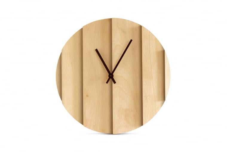 Zegar Parallels z drewna bukowego. Linie cieni przebiegają przez punkty czasowe, Omelettes-ed.