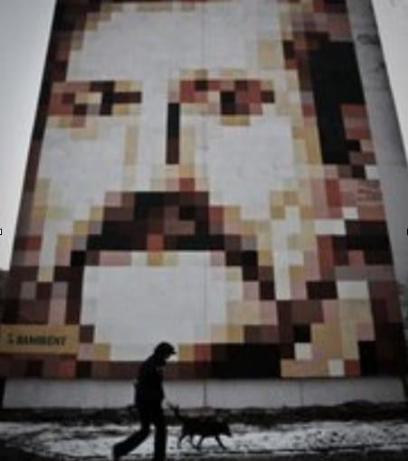 Mural przedstawiający Lecha Wałęsę na jednym z gdańskich bloków