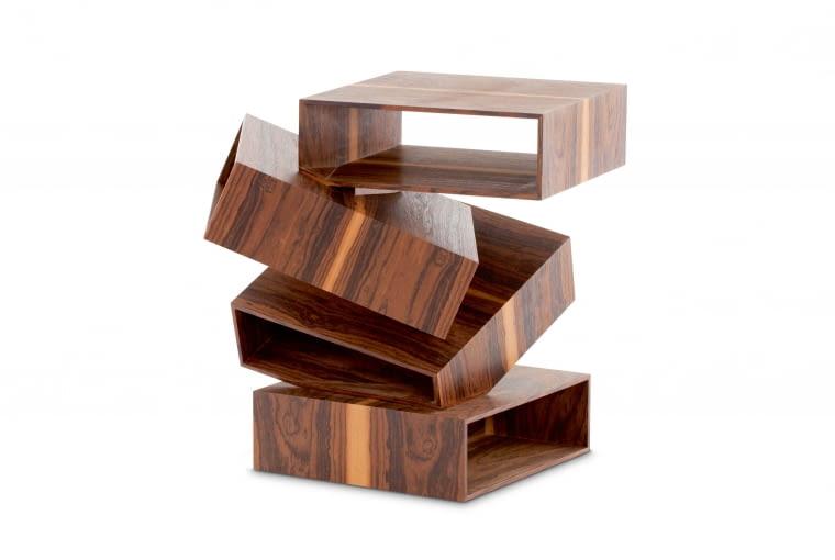 Stolik z pudełek Balancing Boxes, proj. Front dla Porro.Dostępny w kilku wykończeniach, m.in. w fornirze z drewna eukaliptusa lub palisandru, porro.com