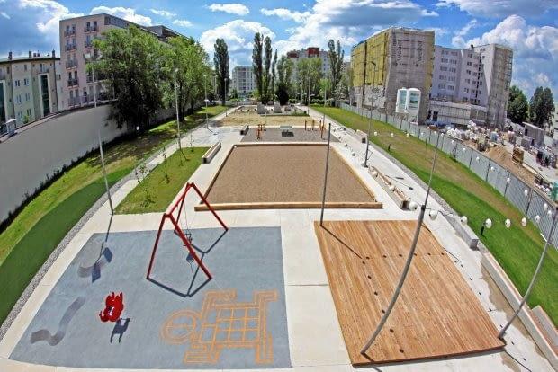 Aleja Sportów Miejskich na Bemowie - przykład projektowania miejskich przestrzeni dla różnych pokoleń (Fot. Urząd Dzielnicy Bemowo)