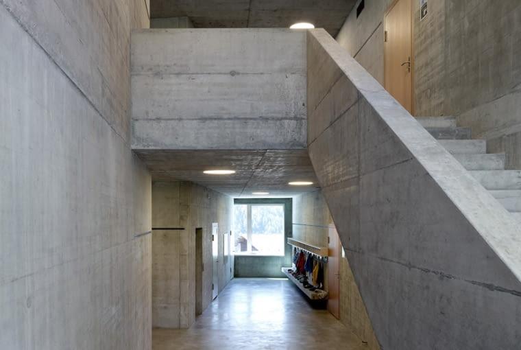 Szkoła w Volleges w Szwajcarii. Savioz Fabrizzi Architectes