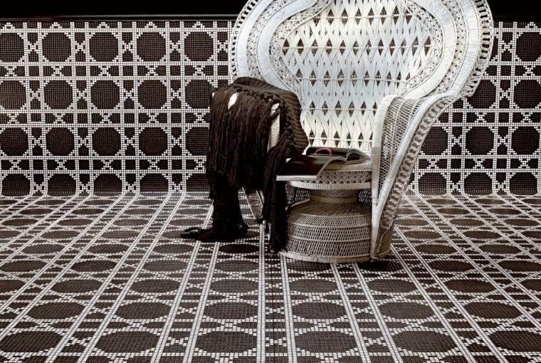 Szklana mozaika Vienna Nero, proj. Carlo Dal Bianco, Bisazza, bisazza.com