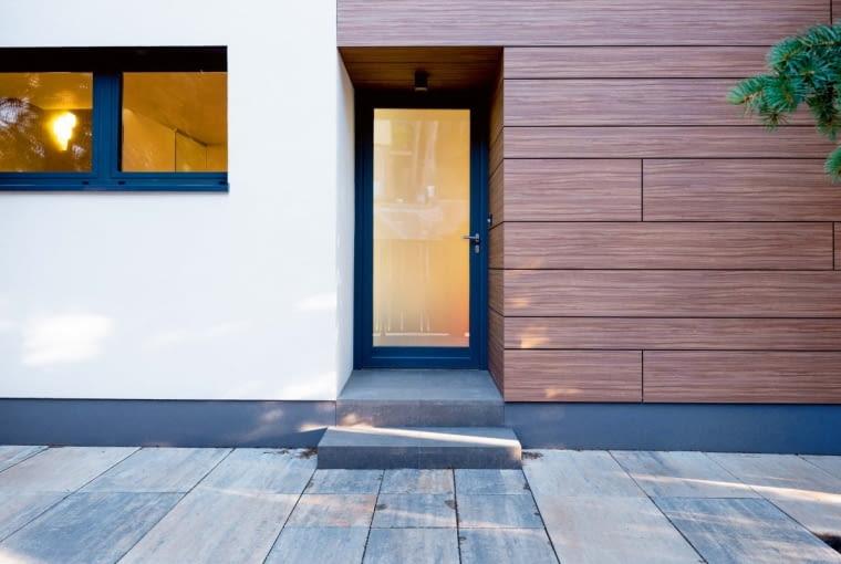 Warto zabezpieczyć strrefę wejścia przed ubrudzeniem czy zniszczeniem. To przecież wizytówka domu!