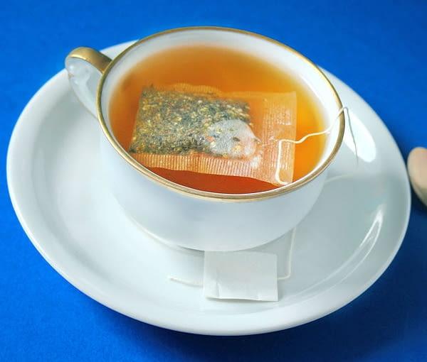 Ziołowe herbatki w saszetkach - takiej formy ziół używamy najczęściej do ich zaparzania. Zawsze sprawdzajmy datę produkcji na pudełeczku. Przeterminowane zioła tstraciły już sporo ze swej wartości