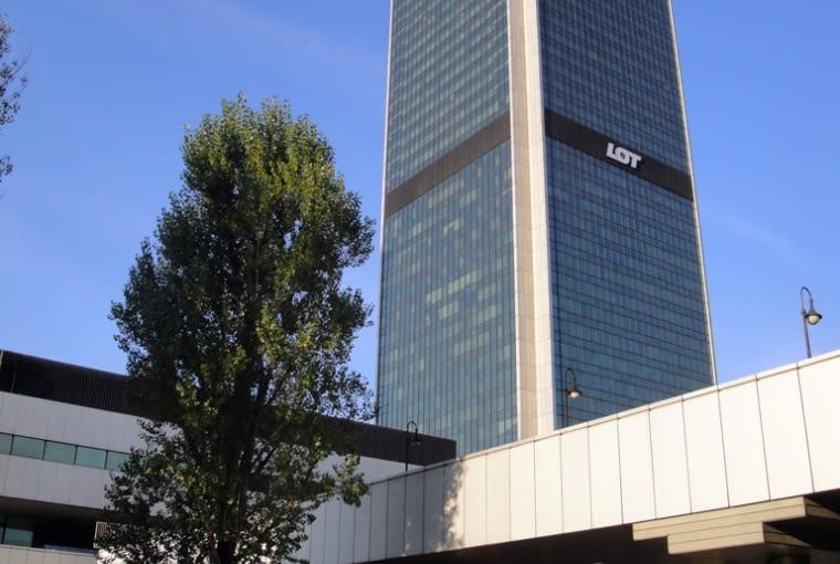 Centrum Zachodnie i Dworzec Centralny - Wieżowiec LIM, mieszczący hotel Marriott, wraz z towarzyszącym mu biurowcem Intraco II stanowią główne punkty tak zwanego Centrum Zachodniego, znajdującego się na południe od Dworca Centralnego i tworzącego z nim całość urbanistyczną (pomimo niezrealizowania przejścia pieszego powyżej alej Jerozolimskich)