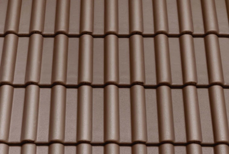 Extra/CREATON Polska | Rodzaj: dachówka cementowa | wymiary: 420 x 334 mm| rodzaj wykończenia: Standard i Duratop | 5 różnych kolorów. Cena: od 36,29 zł/m2, www.creaton.pl