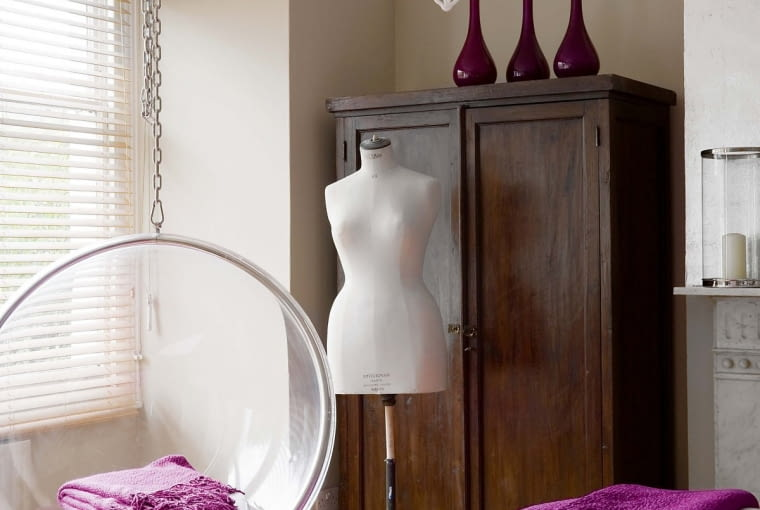 Bubble Chair projektu fińskiego designera Eero Aarnio (1968 r.) był pierwszą huśtawką, która zawitała do mieszkań. Dziś produkują go firmy na całym świecie. Dostępny jest też w wersji ze stojakiem.