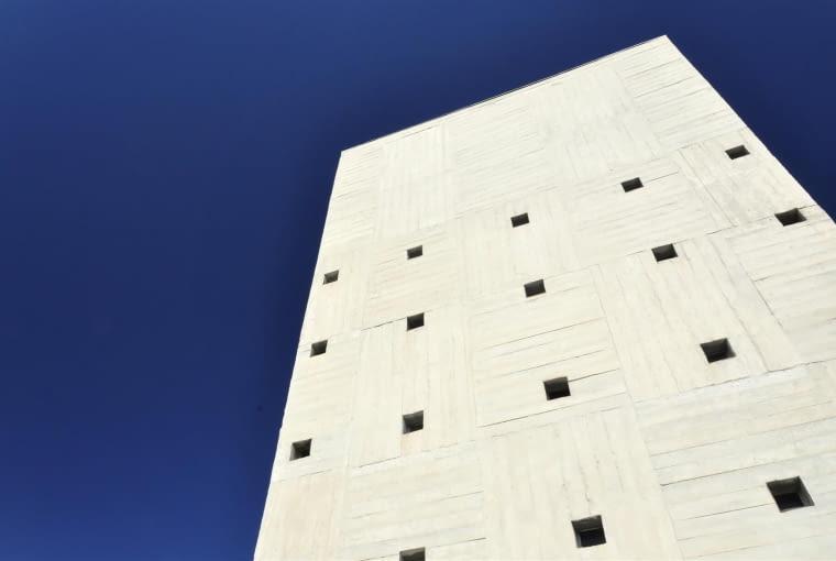 Jednostka Marsylska, proj. Le Corbusier - nadbudówka skrywająca maszynownię wind