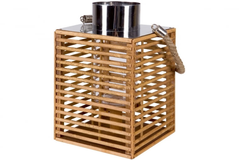 Lampion nawiązuje do drewnianych wykończeń mebli, np. ławy Modai.