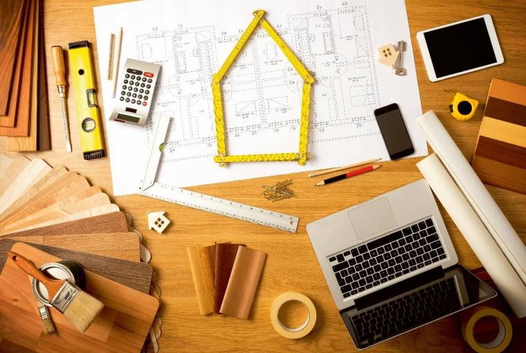 Firmy budujące drewniane domy prefabrykowane mają z reguły własne projekty powtarzalne, z których - przez wielokrotne ich sprawdzanie - w realizacji wyeliminowane są zazwyczaj wszelkie błędy techniczne
