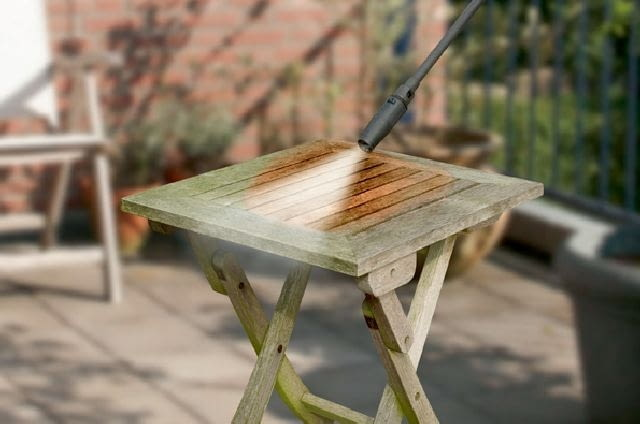 Przy pomocy myjki ciśnieniowej można umyć również meble ogrodowe