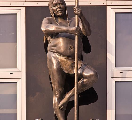 Postać Murzyna na fasadzie budynku wrocławskiej apteki