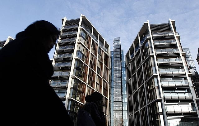 Pedestrians pass new development One Hyde Park in London January 19, 2011. REUTERS/Luke MacGregor (BRITAIN - Tags: BUSINESS)
