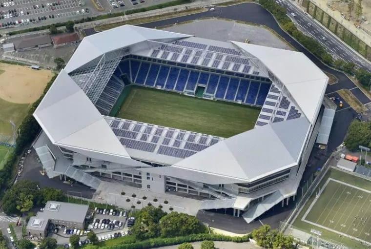 Suita City Stadium, Suita - Japonia (IX nagroda w głosowaniu internautów, X nagroda w głosowaniu jury) - Japoński stadion to dosyć surowa, betonowa bryła skontrastowana z lekkim zadaszeniem stanowiącym charakterystyczny element stadionu. Jego lekka i dynamiczna forma kojarzy się z japońskimi formami origami.