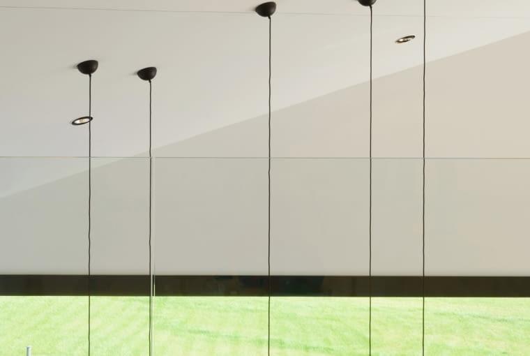 Minimalistyczne wnętrze domu w Krostoszowicach, projekt RS+ Robert Skitek