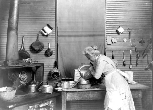 Jak Zmienialy Sie Nasze Kuchnie 11 Zdjec Ktore Was Zaskocza Przeglad Aranzacji Kuchennych Z Ostatnich 150 Lat Domosfera Kuchnie