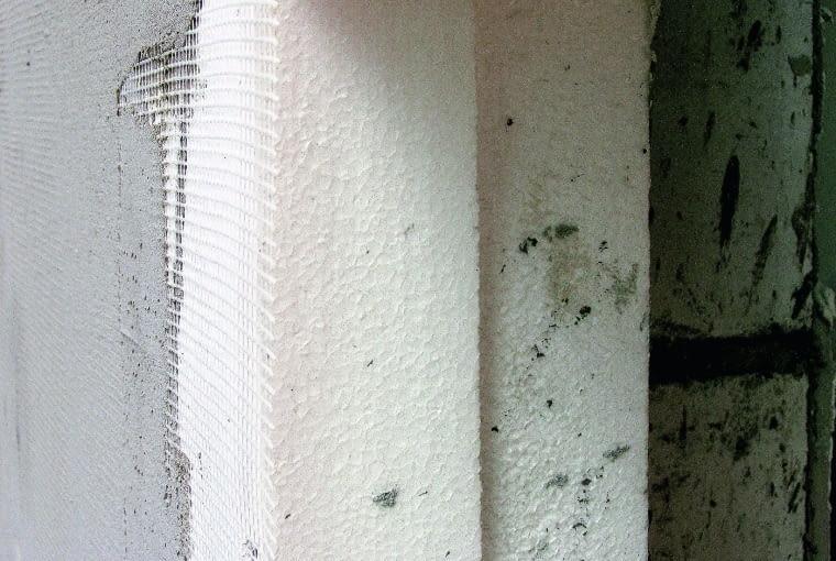 Ułożony w dwóch warstwach materiał o zbyt małej izolacyjności cieplnej